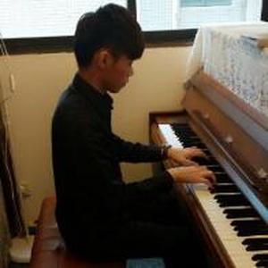 久久弹钢琴