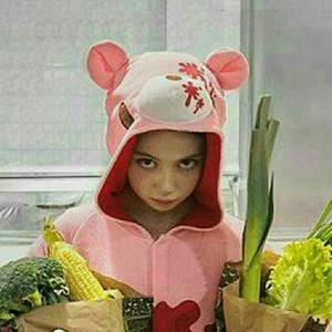 爱喝汤的小女孩