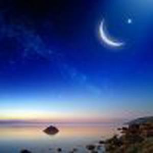 蓝天的月亮